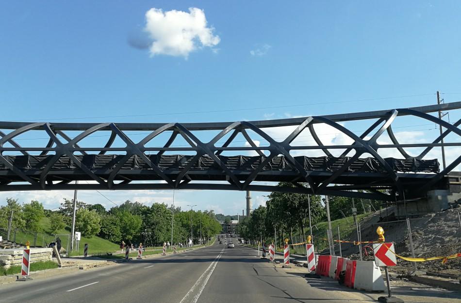 Skaitytoja: vietoj balto, turėsime juodą pėsčiųjų tiltą?