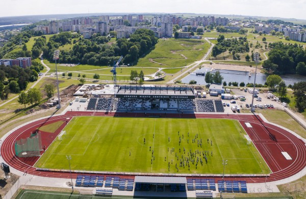 Atidarytas rekonstruotas Jonavos miesto stadionas