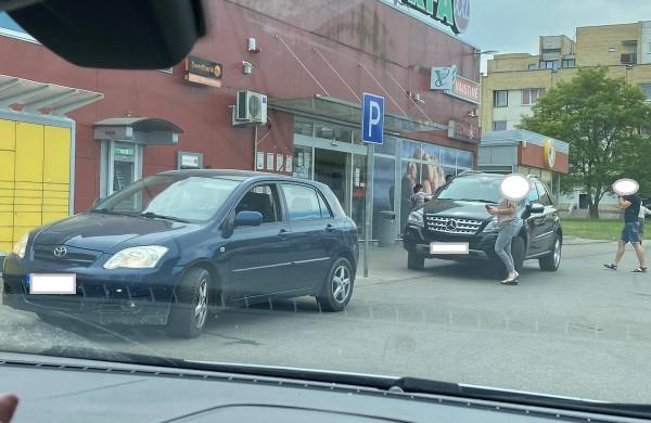 Kas kaltas? Kelio ženklas ar vairuotojai?