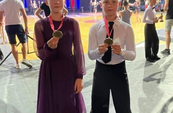 """Lietuvos sportinių šokių reitingo varžybose """" Kėdainiai Open"""" - jonaviečių sėkmė"""
