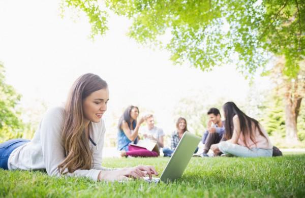 Darbo rinkoje – vis daugiau pasiūlymų studentams ir moksleiviams