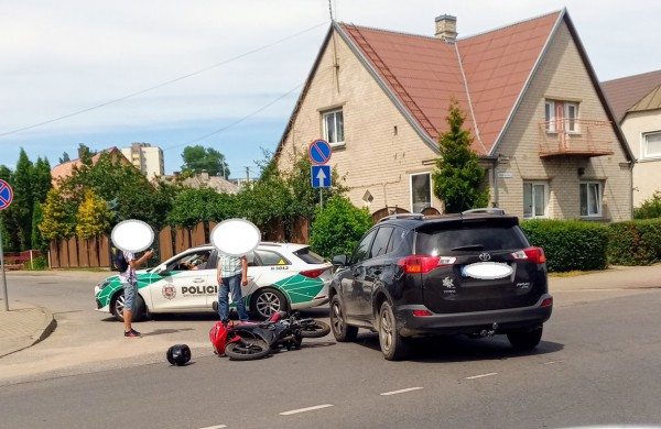 J. Basanavičiaus gatvėje avarija – vairuotojai nesutaria dėl kaltės