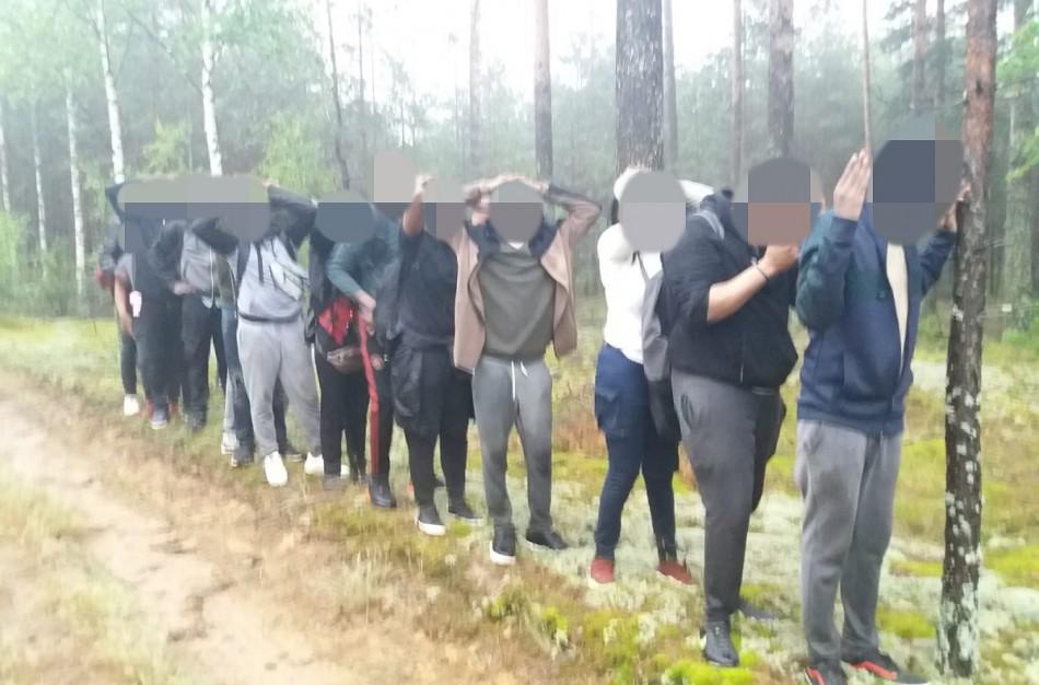 Pasienyje su Baltarusija įkliuvo dar pusšimtis migrantų
