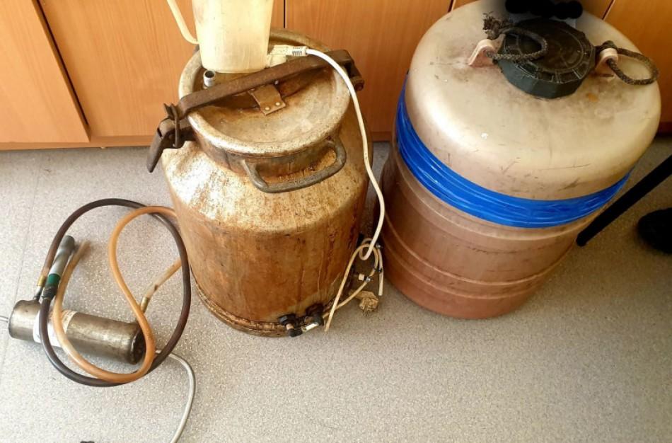 Jonavoje konfiskuotas neteisėtai laikytas alkoholis