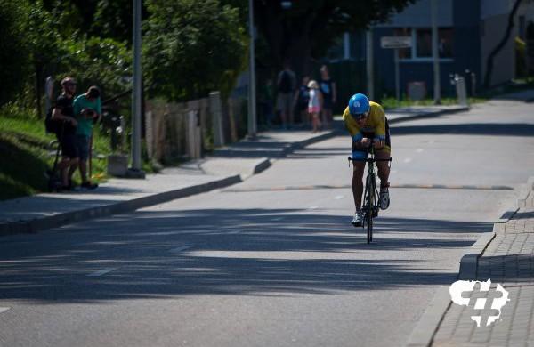 Triatlono metu bus ribojamas eismas