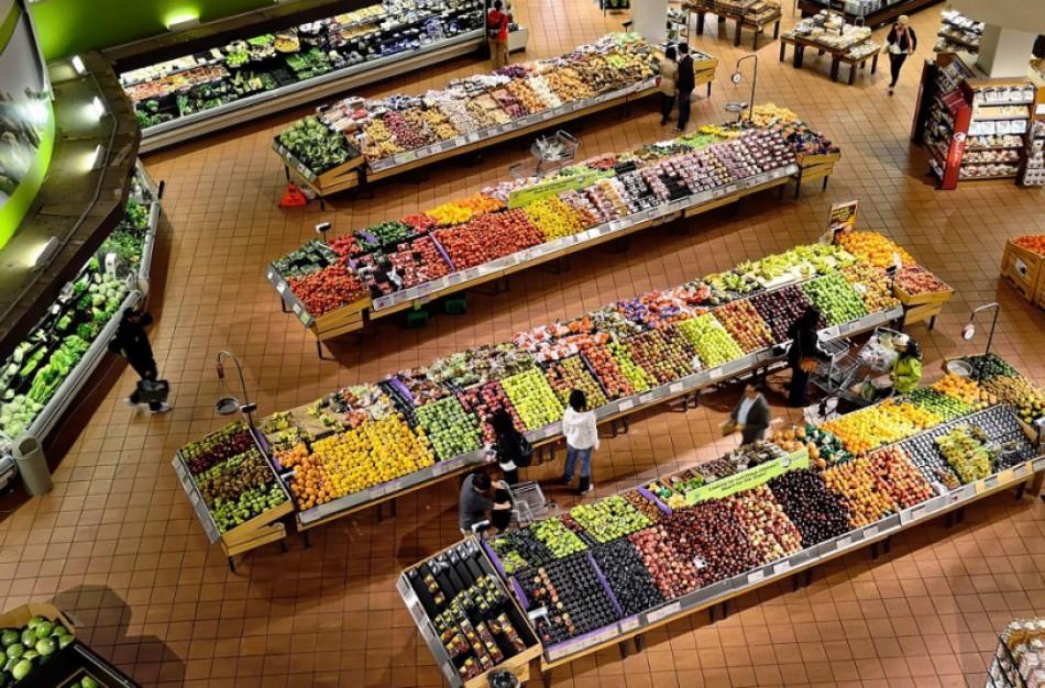 Tyrimas: kurie maisto produktai per metus labiausiai brango, o kurie – atpigo