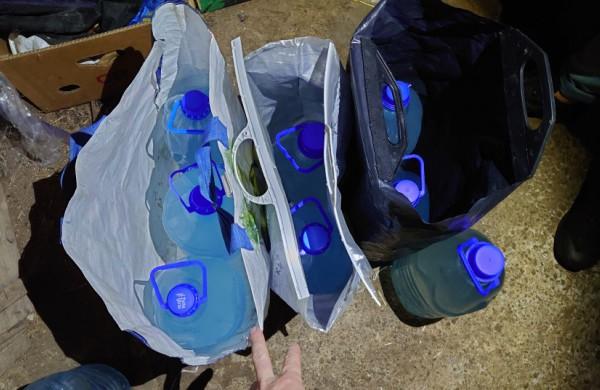 Jonavos rajone neteisėtai laikytas alkoholis konfiskuotas ir iš šeimininko, ir iš klientų