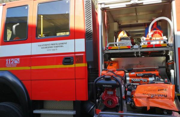 Per plauką nuo nelaimės: uždūminto buto savininką pažadino ugniagesiai gelbėtojai