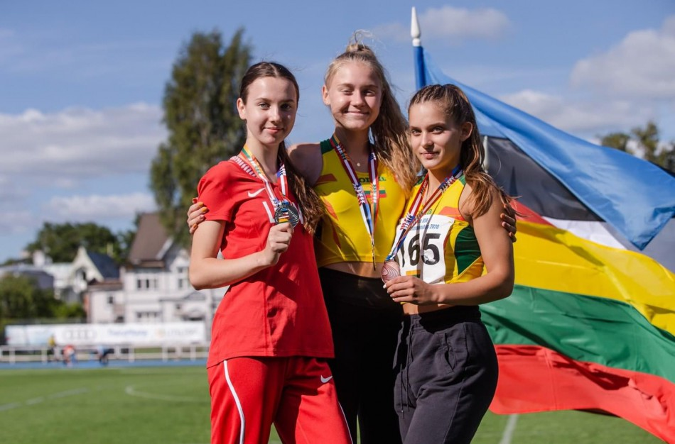 """Bėgimo varžybose nuolat laurus susižerianti E. Sarafinaitė: ,,Jonava – miestas, kuriame jaunimas turi puikias sąlygas užsiimti aktyvia veikla"""""""