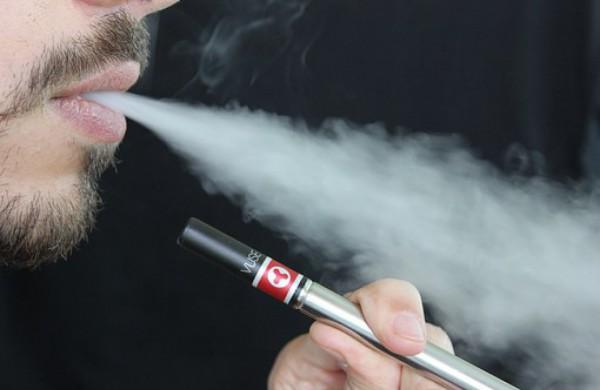 Elektroninių cigarečių prekybos ir gamybos licencijavimas įgauna pagreitį