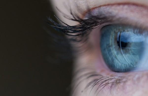 """Netinkamai prižiūrimi lęšiai gali tapti akių bakterijoms daugintis palankiu """"šiltnamiu"""""""