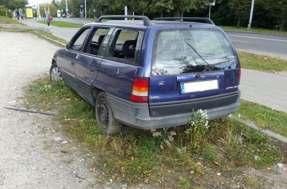 Per ketvirtį Lietuvoje – rekordinis pranešimų skaičius dėl apleistų senų automobilių