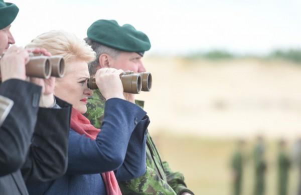 """D. Grybauskaitė pažėrė kritikos dėl nelegalių migrantų krizės valdymo: ,,Nepozuok prie tvoros, kurios praktiškai neturi"""""""