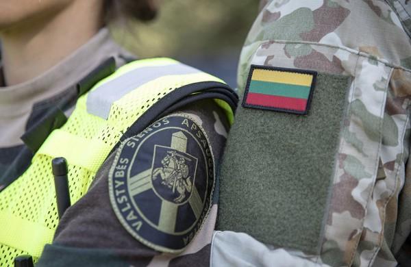 Vyriausybė pritarė dėl papildomų įgaliojimų suteikimo kariams veikti ekstremaliosios situacijos metu