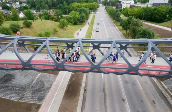 Jonavoje atidarytas įspūdingas pėsčiųjų tiltas