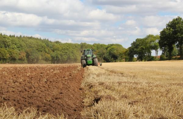 Žemės ūkio technika kelyje pavojinga. Ar tikrai?