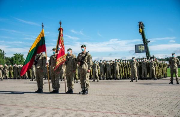 Seimas priėmė įstatymų pakeitimus: ekstremaliosios situacijos metu kariams suteikiami papildomi įgaliojimai