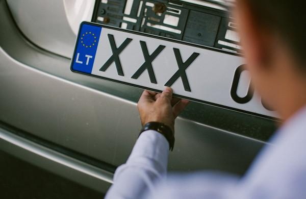 """""""Regitra"""" skelbia papildytą planuojamų gaminti numerio ženklų derinių sąrašą"""