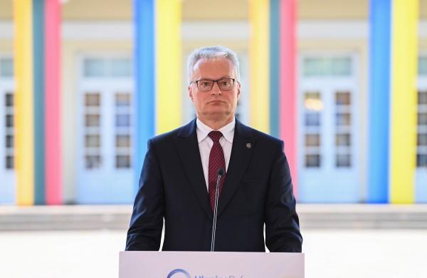 Prezidentas pasirašė dekretą dėl teisų kariams suteikimo ekstremaliosios situacijos metu