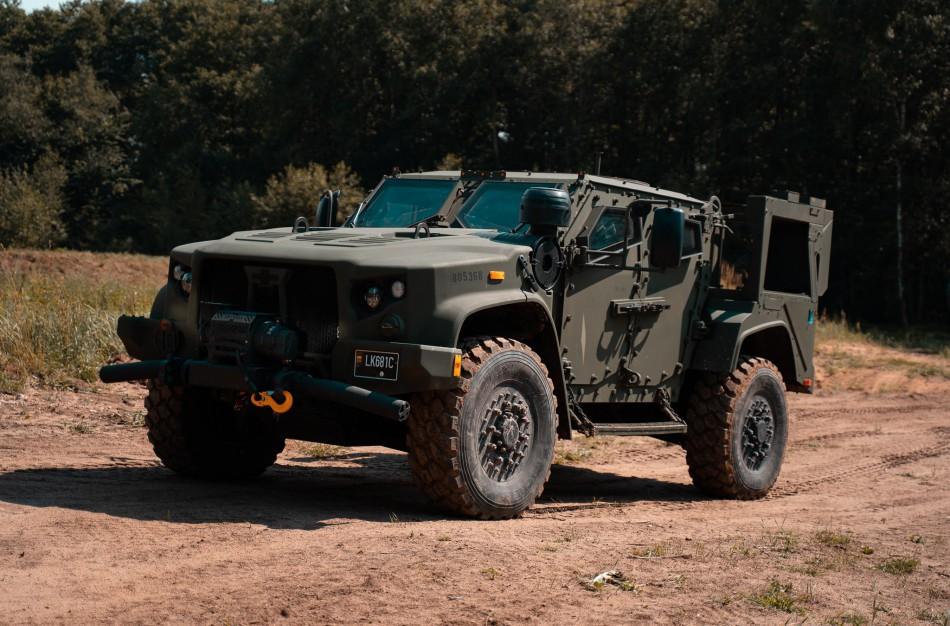 Rukloje bus pristatyti pirmieji nauji Lietuvos kariuomenės šarvuotieji visureigiai JLTV