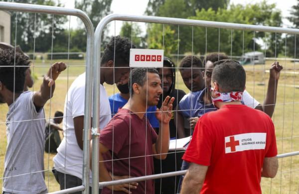 Visuomenė kviečiama prisidėti prie migrantų krizės suvaldymo