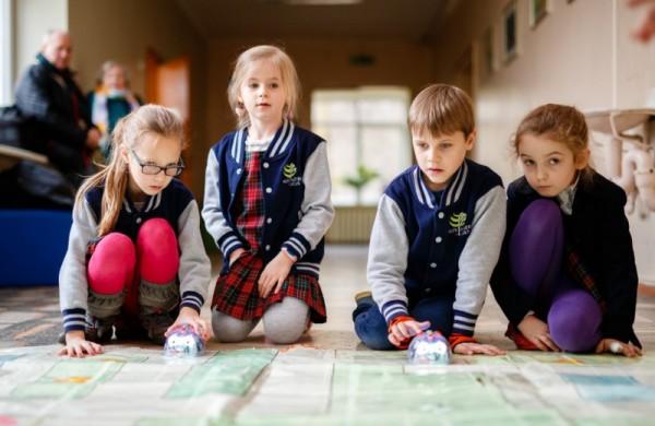 Po savaitės mokiniai grįžta į klases. Kokių saugumo sąlygų reikės laikytis mokyklose?