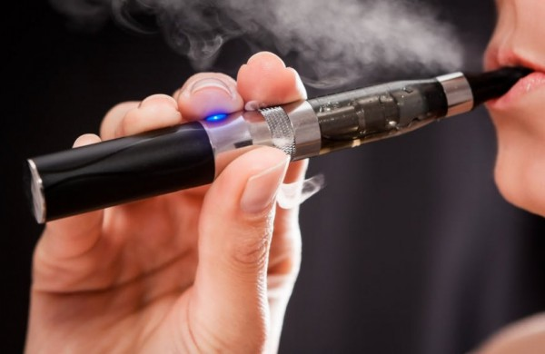 Nuo kitų metų įsigalios elektroninių cigarečių reglamentavimo pokyčiai