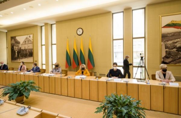 Politinių partijų vadovai pasirašė istorinį susitarimą dėl švietimo politikos dešimčiai metų