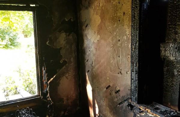 Žeimiuose atvira liepsna degė gyvenamas namas