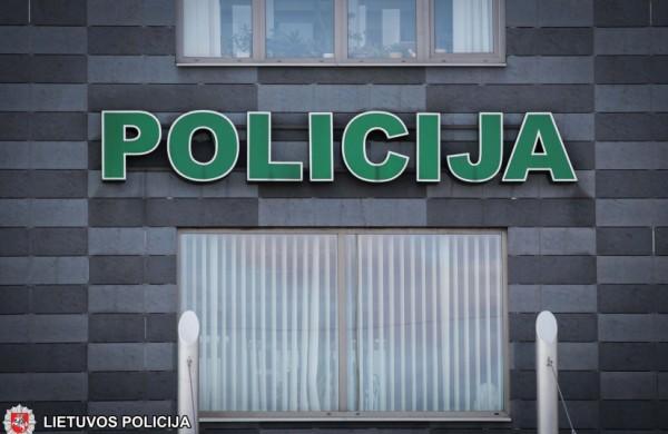 Policija įspėja: sukčiai naudojasi patiklumu