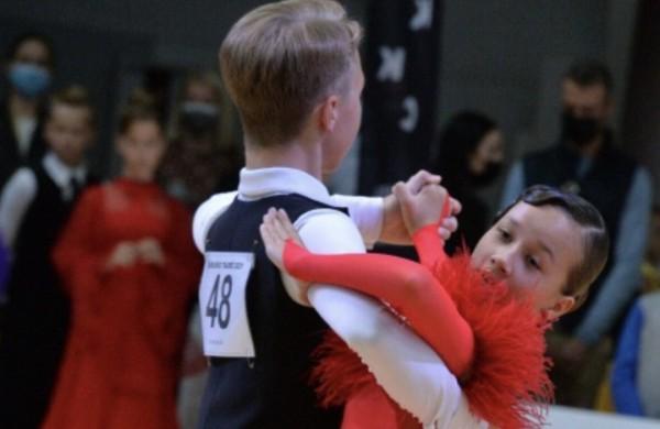 """Jonavos sportinių šokių klubo """"Bonus"""" šokėjai džiaugiasi puikiais rezultatais"""