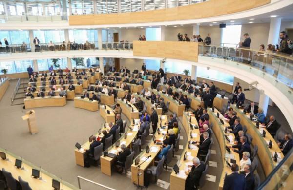 Seimas svarstys siūlymą nustatyti administracinę atsakomybę už trukdymą žurnalistams teisėtai rinkti informaciją