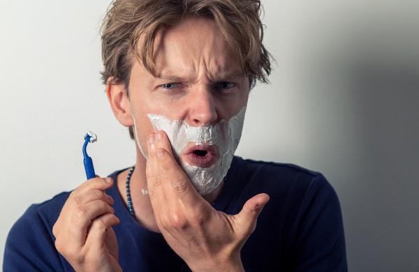 Vaistininkai įspėja apie klaidas naudojant skutimosi peiliukus: tai tiesus kelias į sudirgusią odą