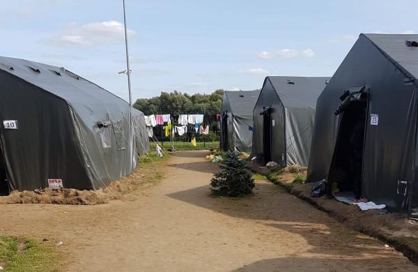 Švendubrėje ištuštėjo palapinių stovykla – migrantai iškelti į stacionarias patalpas Rukloje ir  Medininkuose
