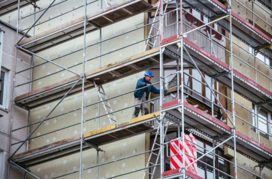 """Sunerimo dėl balkone išperėtų balandžių: ,,Renovaciją atliekantys darbininkai pagrasino išmesti juos"""""""