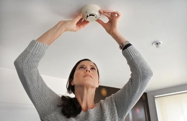 Daugelyje būstų dūmų detektorių – nė kvapo