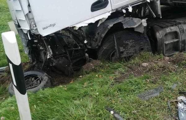 Kelyje Jonava - Ukmergė susidūrė krovininis automobilis ir lengvoji: susiformavo spūstys