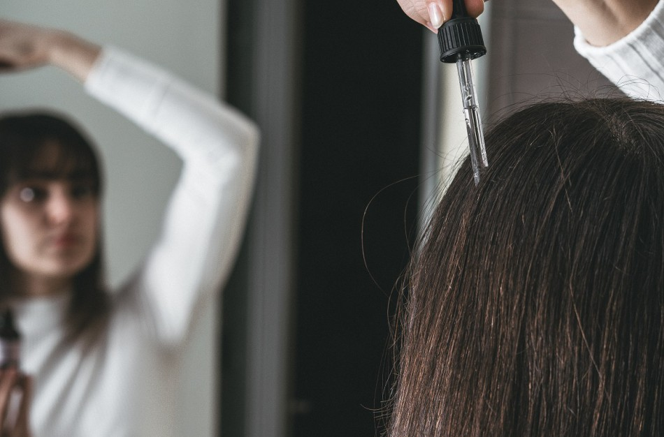 Slenkantys plaukai – padažnėjęs nusiskundimas rudenį