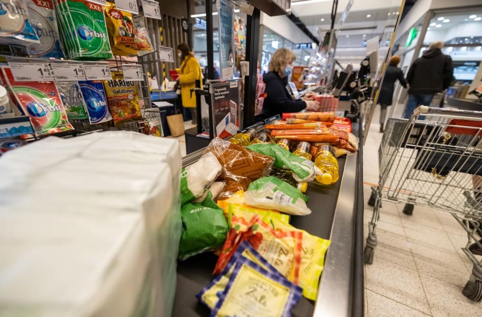 """""""Maisto banko"""" akcijos metu """"Maximos"""" pirkėjai paaukojo beveik 82 000 vienetų maisto produktų"""