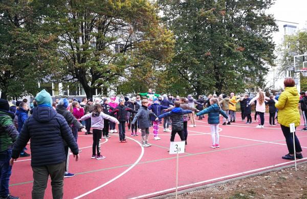 Panerio mokykloje pristatytas atnaujintas sporto aikštynas