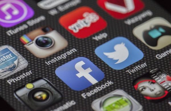 Ką padovanoti žmogui, kuris aktyviai naudojasi socialiniais tinklais?
