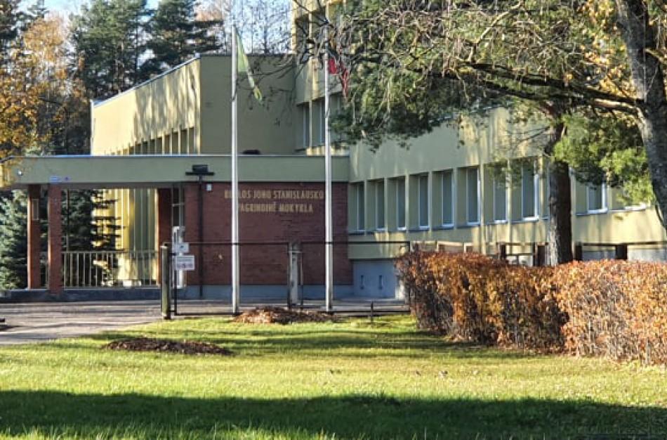Ruklos mokykloje girtam 15 - mečiui iškviesta policija