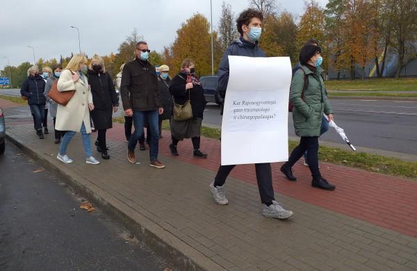 Protesto eisena dėl ligoninės uždarymo.