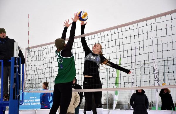 Jonavoje praūžė pirmasis šalyje sniego tinklinio čempionatas